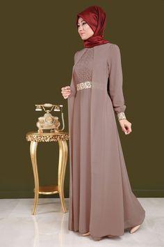 Party Gamis Models For Fat Women Hijab Dress Party, Hijab Style Dress, Dress Outfits, Dress Muslim Modern, Muslim Dress, Abaya Fashion, Muslim Fashion, Fashion Dresses, Dress Brokat