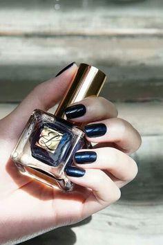 Estee Lauder black mani........