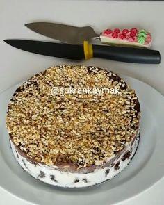 """549 Beğenme, 3 Yorum - Instagram'da Nefis Yemek Tarifleri (@birtutambaharat): """"Dondurmalı brownie 🍰 Tarif: @sukrankaymak 🤗 Yaz aylarına yaklaştığımız şu günlerde Nefis Dondurmalı…"""" Brownie, Tiramisu, Pasta, Ethnic Recipes, Instagram, Food, Essen, Meals, Tiramisu Cake"""
