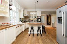 Tsaariaegsesse puitmajja rajatud moodne kodu väärtustab ajastu romantikat Table, Furniture, Home Decor, Beams, Decoration Home, Room Decor, Tables, Home Furnishings, Home Interior Design
