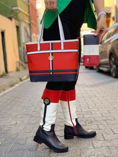 Tommy Hilfiger Boots, Winter Season, Fendi, Messenger Bag, Satchel, Seasons, Bags, Fashion, Purse