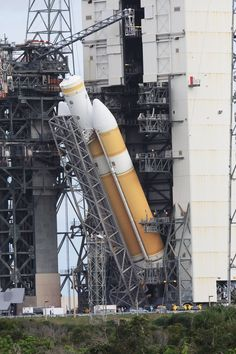 Orion's Flight Test Rocket Moves to Launch Pad