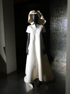Sencillísimo vestido de novia de Balenciaga.