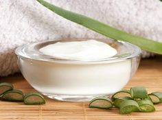 Sunscreen Cream with Aloe Vera and Olive Oil- Aloe Vera ve Zeytinyağı ile Güneş Koruyucu Krem Yapımı Sunscreen Cream with Aloe Vera and Olive Oil - Olive Oil Skin, Cucumber Mask, Modelista, How To Get Rid Of Acne, How To Squeeze Lemons, How To Treat Acne, Aloe Vera Gel, Diy Skin Care, Skin Cream