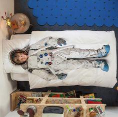 astronaut bedspread by SNURK