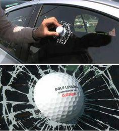 Curiosa forma de anunciar unas clases de golf...