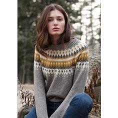 GLADNYHET!! Endelig kan vi fortelle dere at vi nå har kommet med oppskrift på den nydelige VARDE genseren!  Dra innom din nærmeste Rauma forhandler og finn oppskriften i heftet 257R.  #raumagarn #raumaull #finullgarn #vardegenser #257r