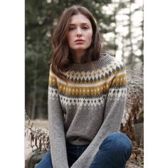 Ravelry: Varde rundfelt damegenser pattern by Rauma Designs Fair Isle Knitting Patterns, Sweater Knitting Patterns, Jules Supervielle, Ravelry, Nordic Sweater, Matching Sweaters, Sweater Design, Girls Sweaters, Diy Clothing