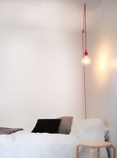 een puur, eenvoudig en industrieel ontwerp van Matt… The socket lamp from Muuto; a pure, simple and industrial design by Mattias Ståhlbom. Diy Luminaire, Design Retro, Interior Architecture, Interior Design, My New Room, Hanging Lights, Home Bedroom, Bedrooms, Pendant Lamp