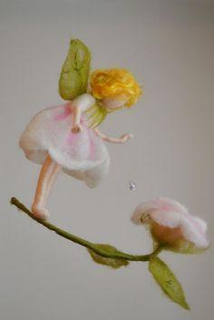 Flower Fairy-Mobile Waldorf inspirierte Nadel Felted: Rose Märchen mit Kristall Tropfen