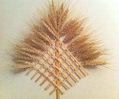 b Straw Weaving, Basket Weaving, Wheat Decorations, Corn Dolly, Straw Art, Straw Crafts, Diy And Crafts, Arts And Crafts, Lavender Bags