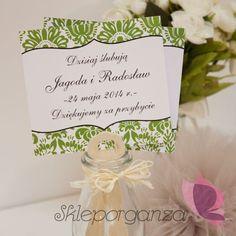 Uczestnicy przyjęcia z pewnością ucieszą się na widok spersonalizowanych upominków w postaci eleganckich wachlarzy z imionami Młodej Pary i datą uroczystości. To nie tylko piękna ozdoba weselnego stołu, ale też wspaniała pamiątka z ceremonii zawarcia związku małżeńskiego. Place Cards, Place Card Holders, Tableware, Dinnerware, Dishes, Place Settings