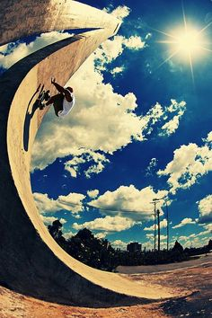 Love the leading lines in this skateboard photograph + that sky is so amazing! Bmx, Parkour, Tumblr Skate, Skates, Base Jump, Street League, Skate Photos, Skate And Destroy, Skate Style