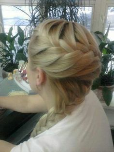 Love this braid!!! Great for a modern bride