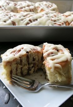 Cinnamon Rolls - Cake Boss - these are THE BEST cinnamon rolls! Cinnamon Recipes, Cinnamon Rolls, Cake Boss Recipes, Dessert Recipes, Pasteles Cake Boss, Graham, Food Network Recipes, Cooking Recipes, Yummy Treats