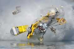 A drag boat disintegrates in a high-speed crash at the Napa Auto Parts World ... pdnphotooftheday.com