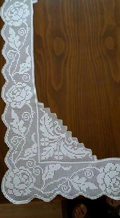 Köşe Filet Crochet, Crochet Borders, Knit Crochet, Crochet Shawl, Romanian Lace, Crochet Leaves, Lace Table Runners, Crochet Tablecloth, Crochet Projects