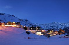 Ski-hotel Edelweiss right on the piste in Hochsolden, Tyrol Edelweiss, Winter Holidays, Mount Everest, Skiing, Mountains, Travel, Image, Dance Floors, Ski Trips