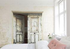 Open the door to love! Wallpaper