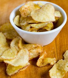 How to make prefect homemade crisps Homemade Crisps, Confort Food, Food Porn, Cooking Recipes, Healthy Recipes, Healthy Fries, Slow Food, Food And Drink, Easy Meals