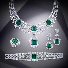 Art Deco Jewelry, Jewelry Sets, Fine Jewelry, Jewelry Design, Unique Jewelry, Beautiful Diamond Rings, Personalized Charms, The Sims, Schmuck Design