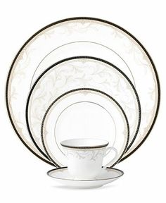 Shop the Official Wedgwood Online Store for luxury fine bone china crockery, dinner sets, home décor, jasperware & beautiful gifts. Square Dinnerware Set, Dinnerware Sets, China Dinnerware, Wedgewood China, China Sets, Waterford Crystal, China Patterns, Beautiful Gifts, Wedgwood