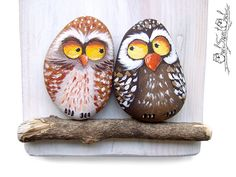 Unique Handmade 'Home Sweet Home' Owls Artwork by owlsweetowl Stone Art Painting, Pebble Painting, Pebble Art, Rock Painting, Painted Pavers, Painted Rocks, Hand Painted, Owl Artwork, Punch Art Cards