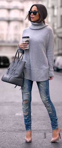 Knitwear Outfits: Johanna Olsson is wearing a grey knit sweater from Lindex