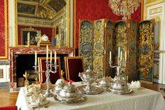 Le Château - Château de Versailles - le grand couvert de la reine - antichambre du grand couvert
