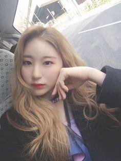 Kpop, Yuri, Girl Group, Queens, Feather, Girls, People, Beauty, Display