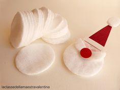 Christmas garland with Santa Claus - Weihnachten Ideen - noel Christmas Crafts For Kids To Make, Handmade Christmas Decorations, Christmas Ornament Crafts, Diy Christmas Cards, Xmas Crafts, Homemade Christmas, Simple Christmas, Kids Christmas, Theme Noel