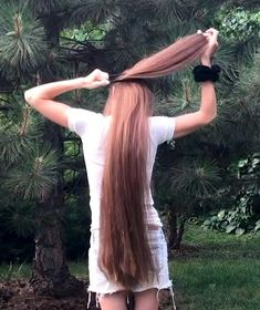 VIDEO - Extremely long and healthy hair - RealRapunzels Long Hair Ponytail, Bun Hairstyles For Long Hair, Real Life Rapunzel, Long Hair Play, Playing With Hair, Super Long Hair, Beautiful Long Hair, Hair Health, About Hair