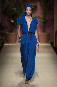 Luisa Spagnoli at Milan Fashion Week Spring 2020 - Runway Photos Fashion 2020, Runway Fashion, Spring Fashion, Fashion Show, Fashion Outfits, Womens Fashion, Fashion Design, Milan Fashion, Tokyo Fashion