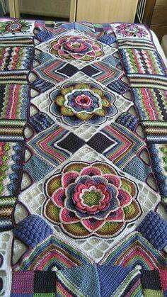 Transcendent Crochet a Solid Granny Square Ideas. Inconceivable Crochet a Solid Granny Square Ideas. Crochet Motifs, Crochet Quilt, Crochet Art, Crochet Squares, Crochet Home, Love Crochet, Crochet Blanket Patterns, Crochet Crafts, Crochet Projects