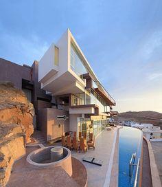 O 'remake' da arquitetura peruana Casa cheia de geometria se destaca no cenário