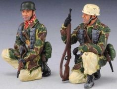 World War II German Winter FJ008A Tank Riders - Made by Thomas Gunn Military Miniatures and Models. Factory made, hand assembled, painted and boxed in a padded decorative box. Excellent gift for the enthusiast.