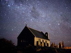 Céu estrelado, Bacia de MacKenzie, Nova Zelândia - Localizar o Cinturão de Orion e a Ursa Maior é ainda mais impressionante quando há um milhão de outras estrelas para atrapalhar a busca. Uma área de 1600 quilômetros quadrados no sul de Nova Zelândia que inclui Aoraki/Mt Cook National Park e a Bacia de MacKenzie acaba de ser designada como a quarta reserva internacional de céu escuro, tornando o local um dos melhores pontos para observações de estrelas da Terra Foto: Divulgação