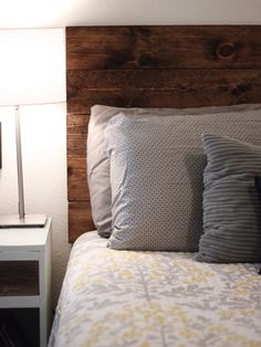 DIY Deluxe: A wood headboard that has been stained to capture rustic simplicity.also LOVE the cleanliness of the bed sheet colors! Diy Headboards, Wood Headboard, Headboard Ideas, Refurbished Furniture, Dollhouse Furniture, Furniture Making, Diy Furniture, Home Goods Decor, Home Decor