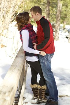 Love this photo for a winter engagement/couples shoot ;)- Love this photo for a winter engagement/couples shoot ; Winter Engagement Photos, Engagement Couple, Engagement Shoots, Couple Posing, Couple Shoot, Couple Photography, Engagement Photography, Winter Couples Photography, Christmas Photography