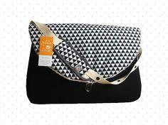 Sac à langer graphique noir & blanc Diy Bebe, Changing Bag, Couture, Chart, White People, Diaper Bag Purse, Haute Couture