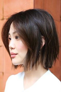 thin hair Blunt Bob Haircuts For Thin Hair Brown Thin hair is in no case a sentence. There are dozens of ways you can style your fine hair so that it looks irresistible. The number of cuts is the same! Pixie Bangs, Blonde Pixie, Thin Straight Hair, Short Hair With Layers, Short Hair Cuts, Popular Short Hairstyles, Short Bob Hairstyles, Bob Haircuts, Hairstyles Haircuts