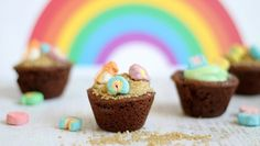 """SUPER CUTE """"Pot of Gold"""" Cookie Cups for St. Patrick's Day!"""