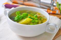 Probieren Sie die Erbsensuppe mit Speckwürfeln. Ein einfaches Hausmannskost-Rezept für die kalte Jahreszeit.