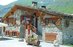 Traditional house in Greece Stone Cottages, Cabins And Cottages, Stone Houses, Cabin Homes, Log Homes, Style At Home, Chalet Style, Traditional House, Home Fashion