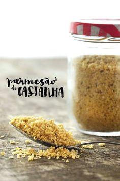 Parmesão de castanha 1/2 xíc. de castanha do Pará ralada/triturada 1 colher de sopa de levedo de cerveja (também chamado de levedura) 1 colher de chá de pimenta do reino em pó 1 colher de chá de sal
