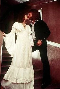 The elegant Frida and Benny pose on the stairs of their apartment in Old Town, Stockholm. The most beautiful dress and the most beautiful love. Most Beautiful Dresses, Beautiful Love, Abba Costumes, Frida Abba, Mamma Mia, Different Hairstyles, My Favorite Music, King Queen, Old Town