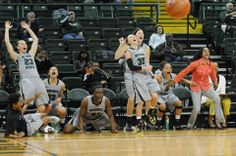 Priceless moment for our Wright State Women's Basketball team. #RaiderUp