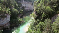 Des paysages uniques, un décor minéral, des points de vue époustouflants… Cap Sud Ouest part à la découverte des Gorges du Tarn en Lozère, un canyon creusé entre deux hauts plateaux le Causse Méjean et le Causse de Sauveterre.