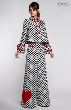 Combined black and white inverted polka-dot suit with designer red hearts decora. Fashion Details, Look Fashion, Hijab Fashion, Fashion Dresses, Womens Fashion, Fashion Design, Fashion Black, Fashion Clothes, Trendy Fashion