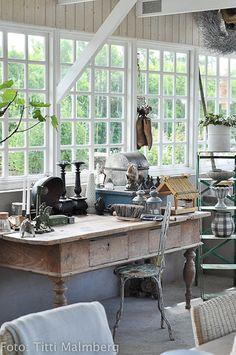 Oh to have such windows is a dream! Seen here: HWIT BLOGG: Det är en dröm!